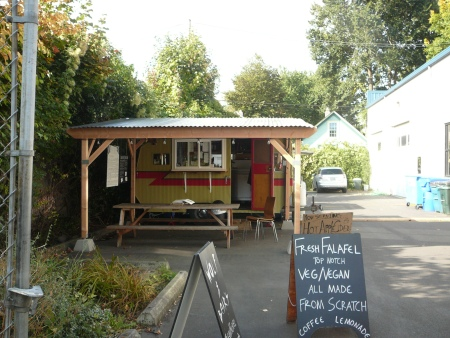 alley food cart